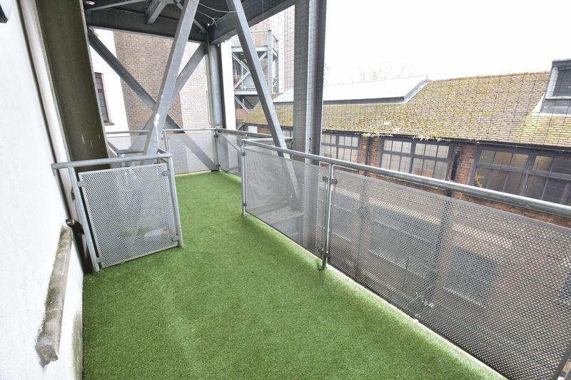 2 bedroom Flat to buy in Midland Road, Luton - Photo 13