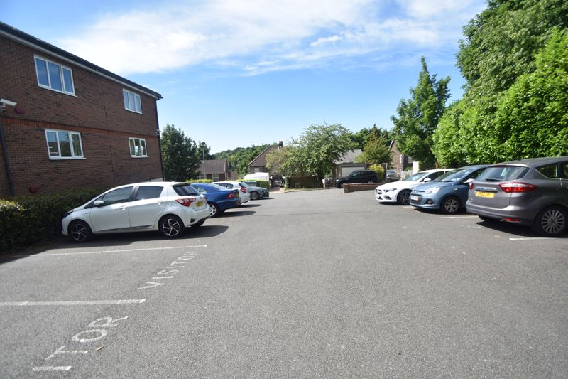 3 bedroom Flat to buy in Treetop Close, Luton - Photo 11