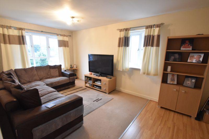2 bedroom Flat to buy in Watling Gardens, Dunstable - Photo 4