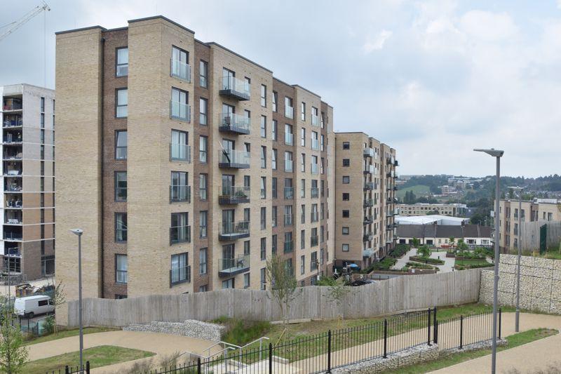 2 bedroom Flat to buy in Saxon Square, Kimpton Road, Luton