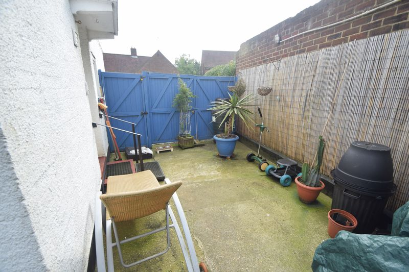 3 bedroom Semi-Detached  to buy in Saltfield Crescent, Luton - Photo 10
