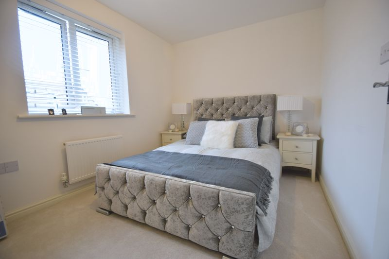 2 bedroom Mid Terrace to buy in Guardian Way, Luton - Photo 11