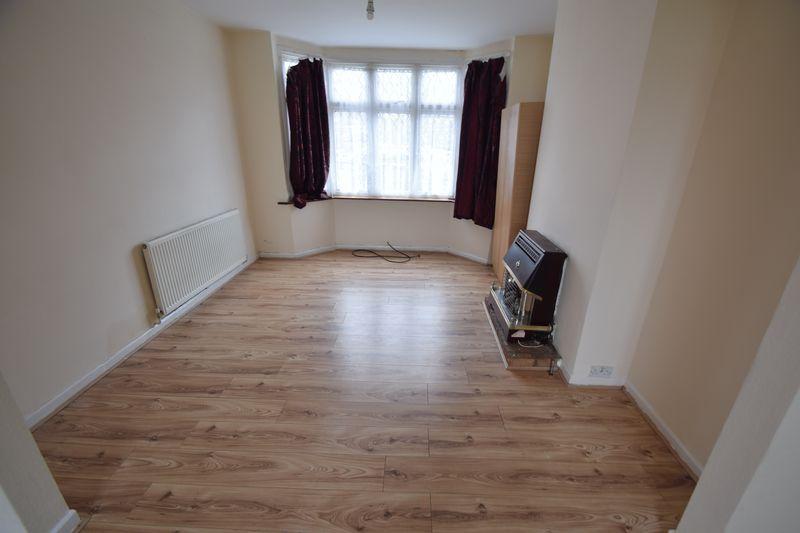 3 bedroom Semi-Detached  to rent in Seymour Road, Luton - Photo 8