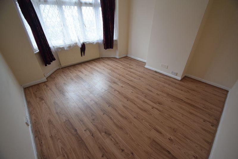 3 bedroom Semi-Detached  to rent in Seymour Road, Luton - Photo 11