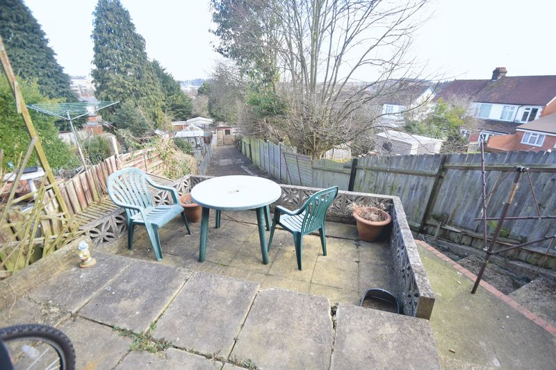 3 bedroom Semi-Detached  to rent in Seymour Road, Luton - Photo 4