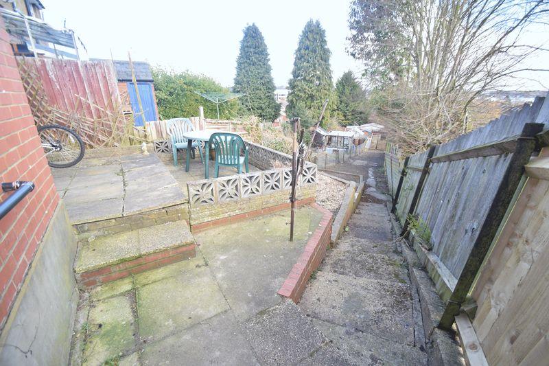 3 bedroom Semi-Detached  to rent in Seymour Road, Luton - Photo 5