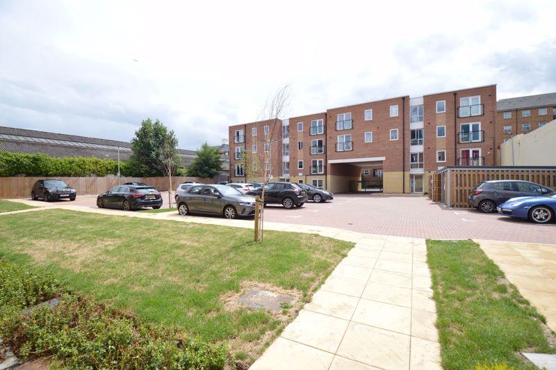 2 bedroom Apartment / Studio to buy in Union Street, Luton - Photo 10
