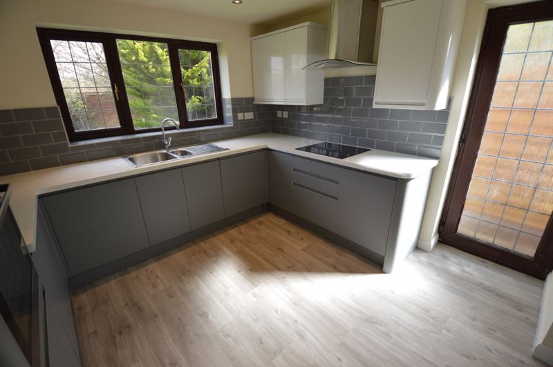 4 bedroom Detached  to rent in Copthorne, Luton - Photo 2