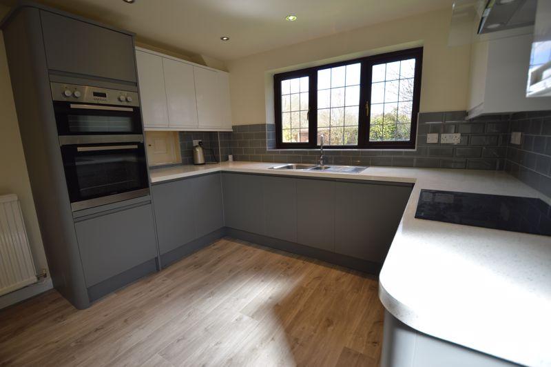 4 bedroom Detached  to rent in Copthorne, Luton - Photo 4