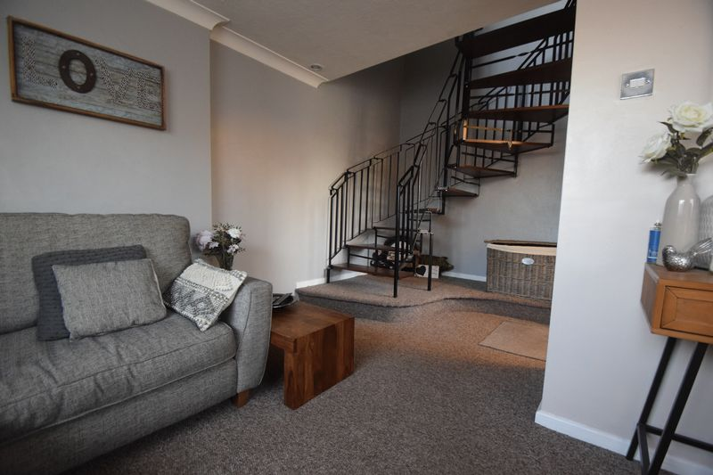 1 bedroom End Terrace to rent in Speedwell Close, Luton - Photo 2