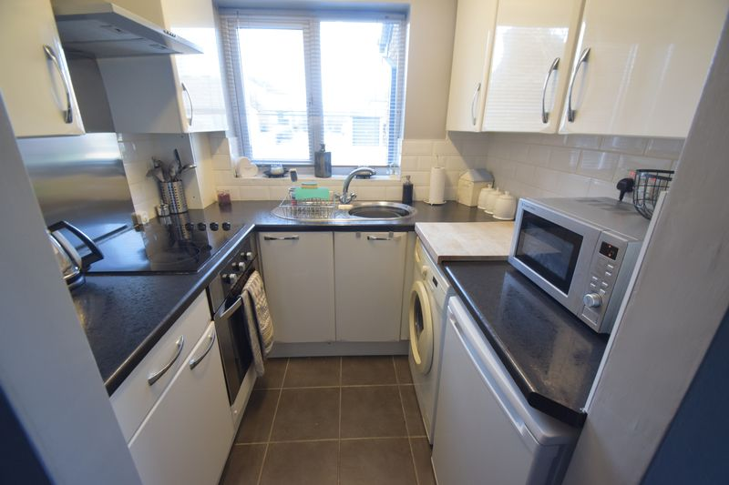 1 bedroom End Terrace to rent in Speedwell Close, Luton - Photo 4
