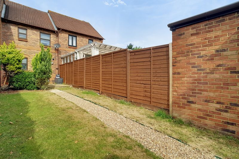 2 bedroom Mid Terrace to rent in Gleneagles Drive, Luton - Photo 6