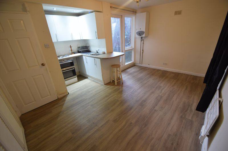1 bedroom Flat to buy in Ruthin Close, Luton - Photo 2