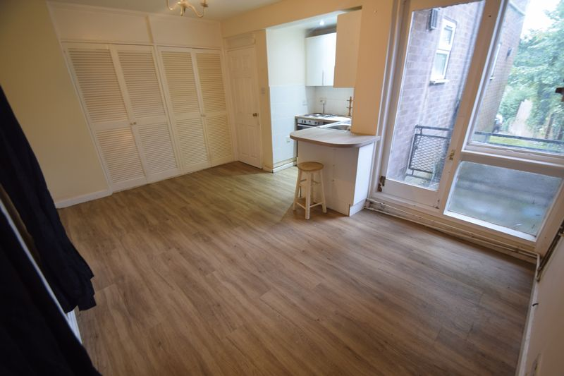 1 bedroom Flat to buy in Ruthin Close, Luton - Photo 3