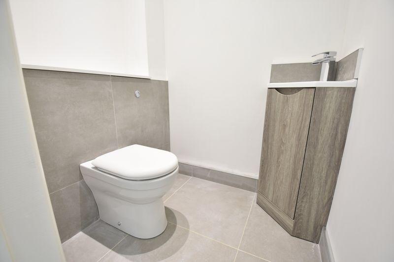 4 bedroom  to buy in Taunton Avenue, Luton - Photo 4
