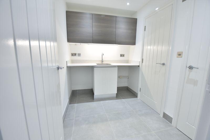 4 bedroom  to buy in Taunton Avenue, Luton - Photo 5