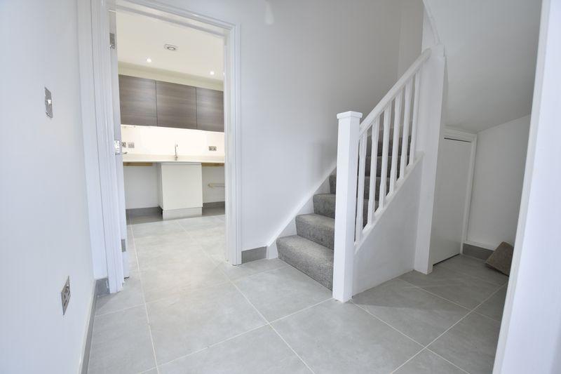 4 bedroom  to buy in Taunton Avenue, Luton - Photo 6