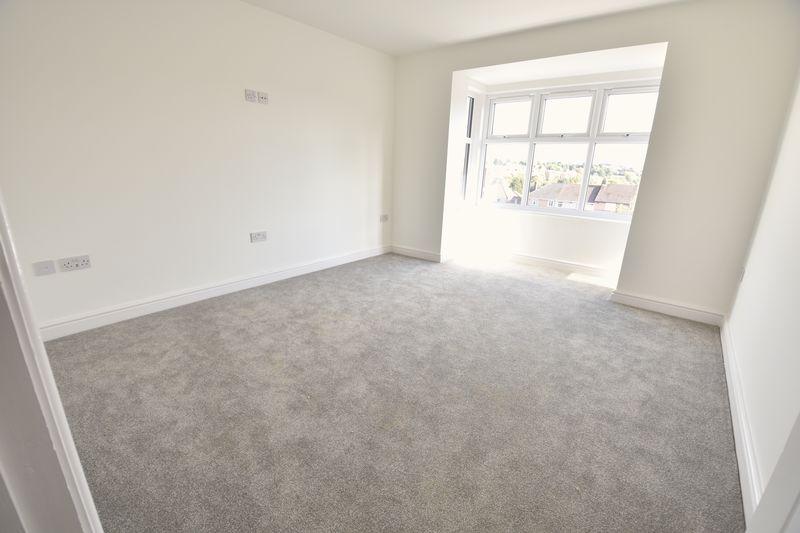 4 bedroom  to buy in Taunton Avenue, Luton - Photo 8