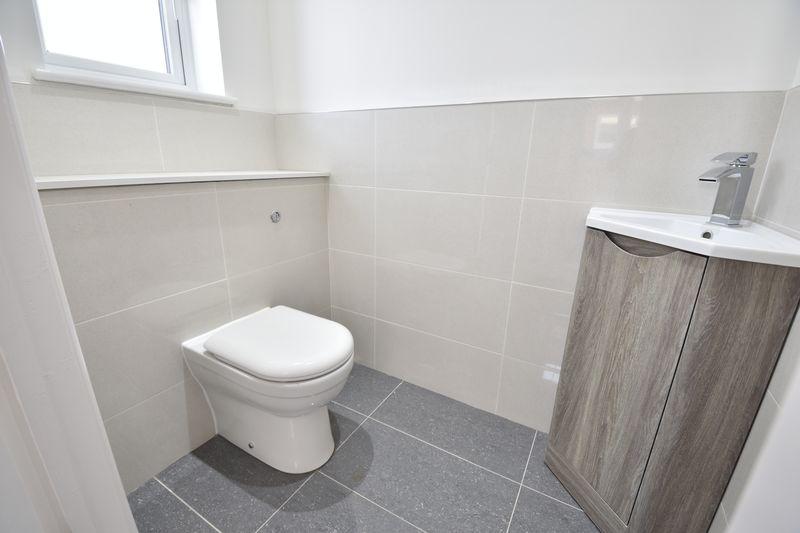 4 bedroom  to buy in Taunton Avenue, Luton - Photo 9