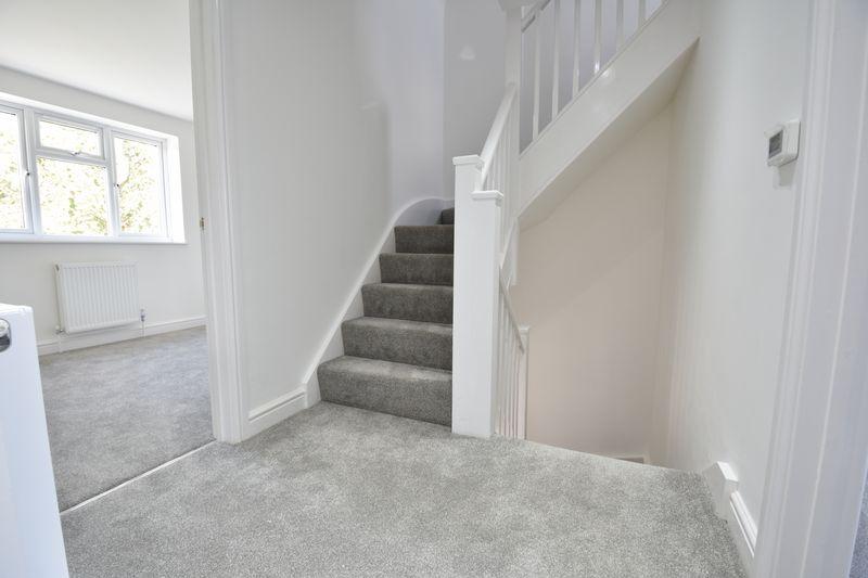 4 bedroom  to buy in Taunton Avenue, Luton - Photo 10