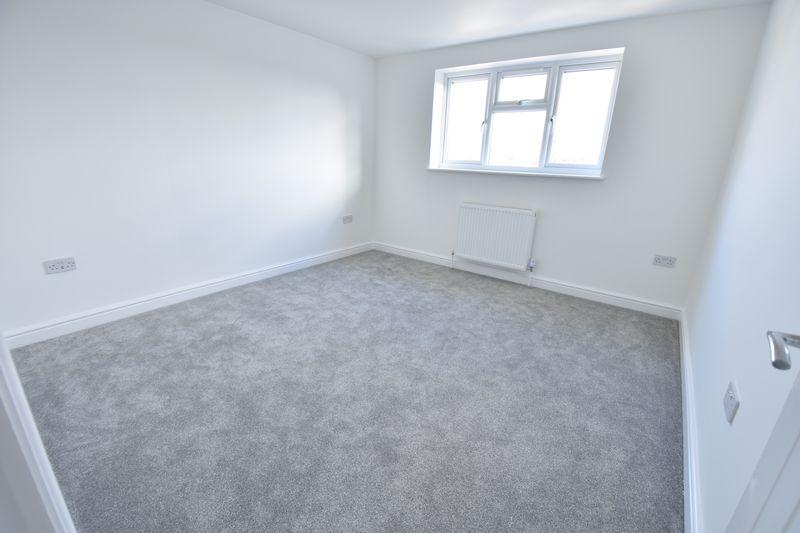 4 bedroom  to buy in Taunton Avenue, Luton - Photo 12