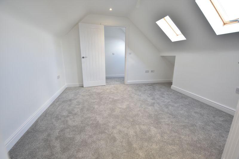 4 bedroom  to buy in Taunton Avenue, Luton - Photo 14