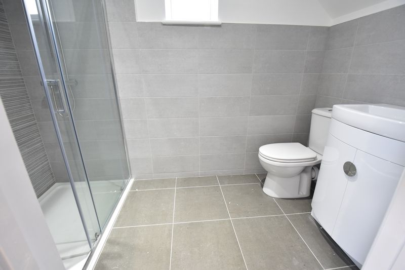 4 bedroom  to buy in Taunton Avenue, Luton - Photo 15