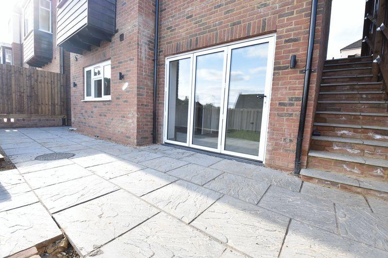 4 bedroom  to buy in Taunton Avenue, Luton - Photo 18