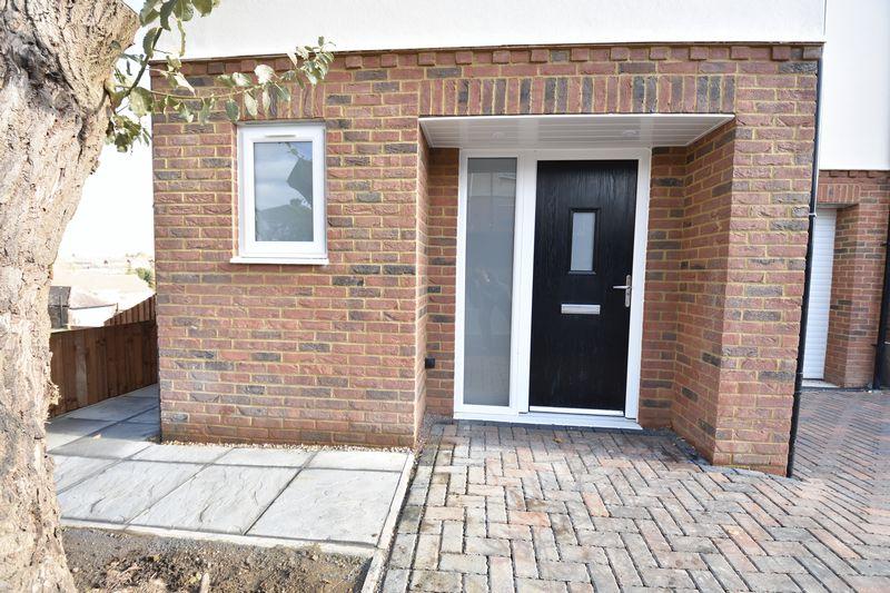4 bedroom  to buy in Taunton Avenue, Luton - Photo 22