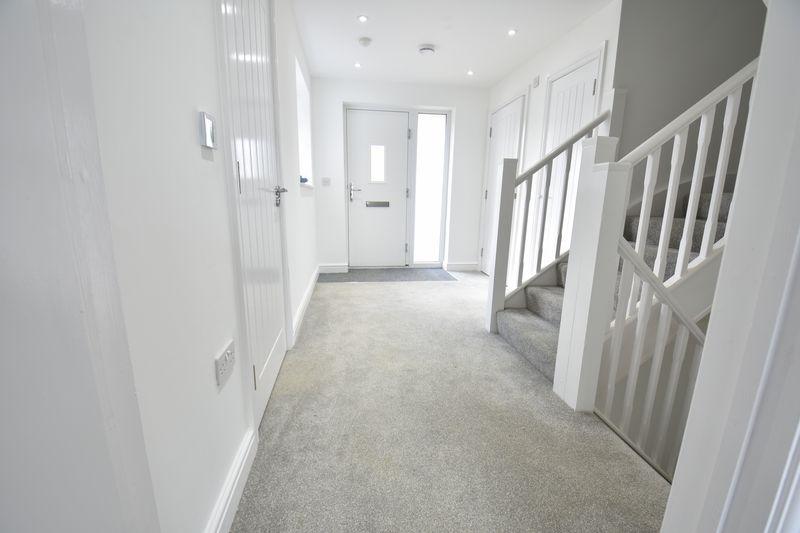 4 bedroom  to buy in Taunton Avenue, Luton - Photo 23