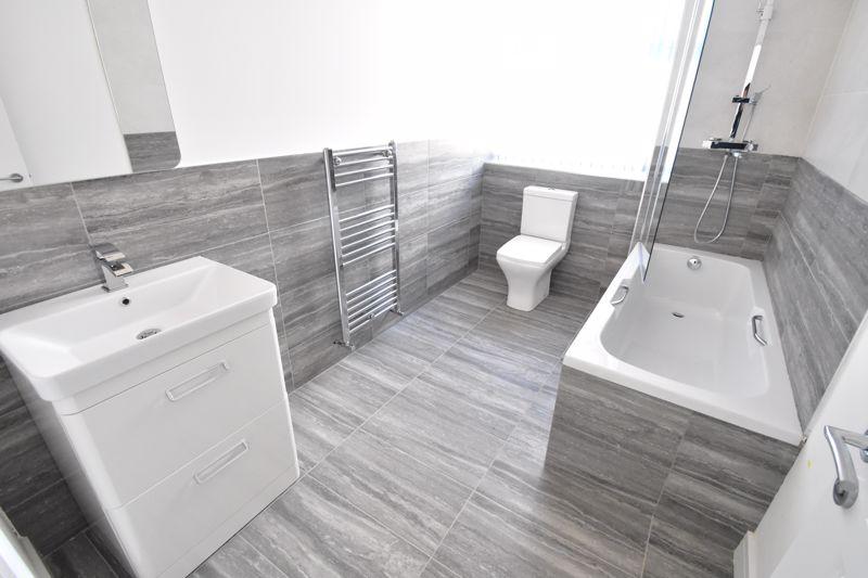 1 bedroom  to buy in Kingham Way,, Luton - Photo 9
