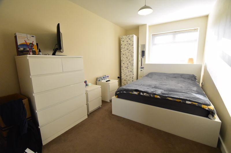 1 bedroom Apartment / Studio to buy in Handcross Road, Luton - Photo 1