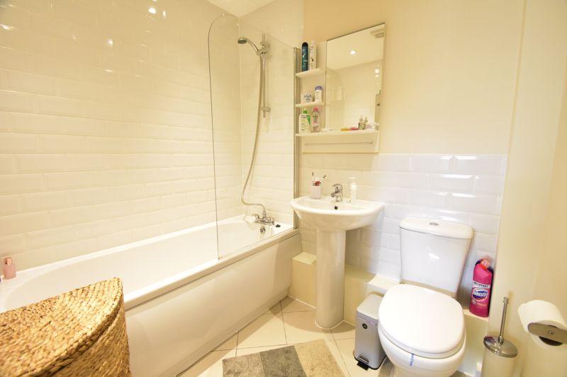 1 bedroom Apartment / Studio to buy in Handcross Road, Luton - Photo 4