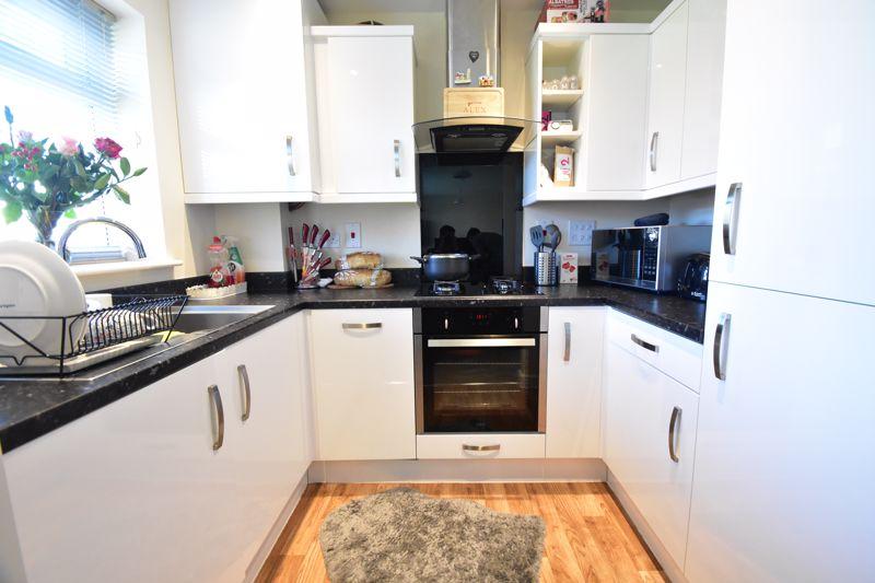 1 bedroom Apartment / Studio to buy in Handcross Road, Luton - Photo 5