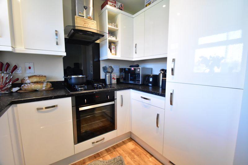 1 bedroom Apartment / Studio to buy in Handcross Road, Luton - Photo 6