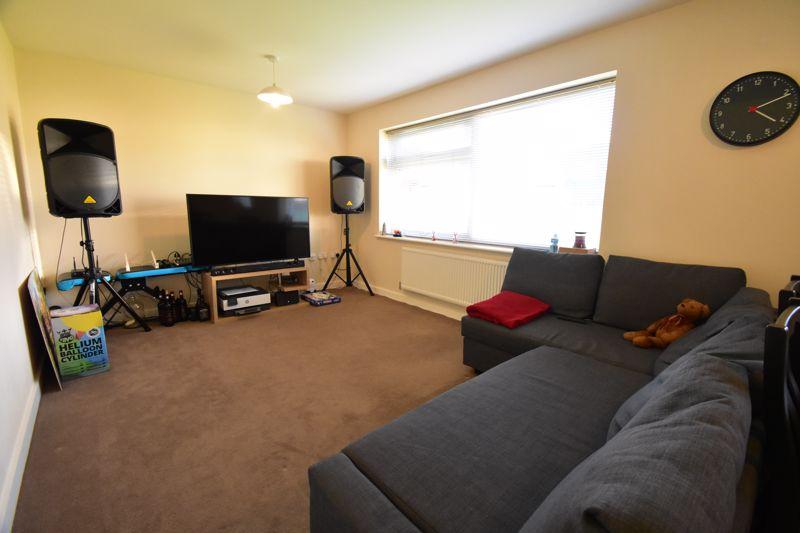 1 bedroom Apartment / Studio to buy in Handcross Road, Luton - Photo 9