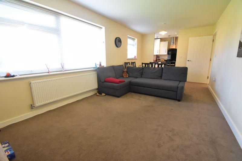 1 bedroom Apartment / Studio to buy in Handcross Road, Luton - Photo 11