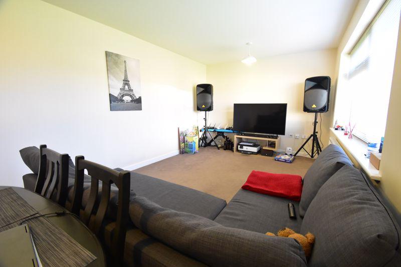 1 bedroom Apartment / Studio to buy in Handcross Road, Luton - Photo 13