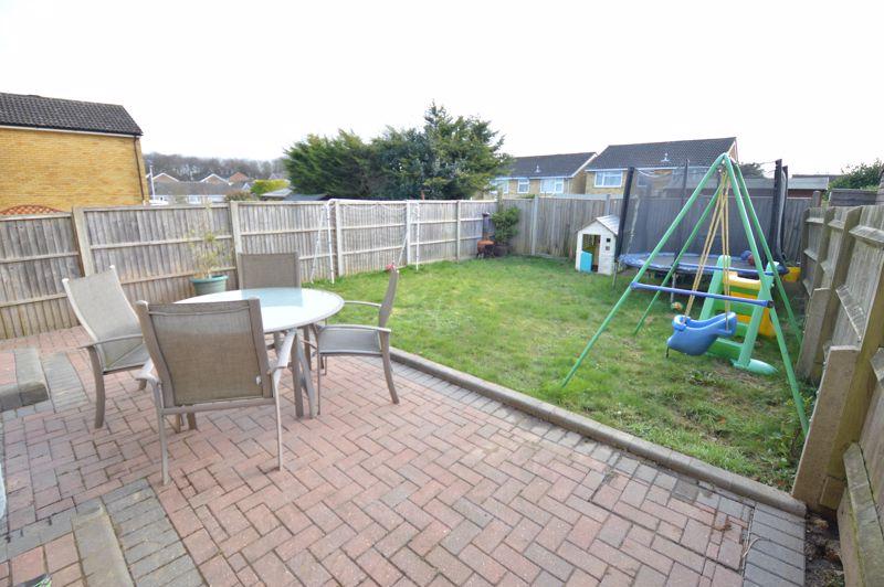 3 bedroom Semi-Detached  to buy in Waddesdon Close, Luton - Photo 1