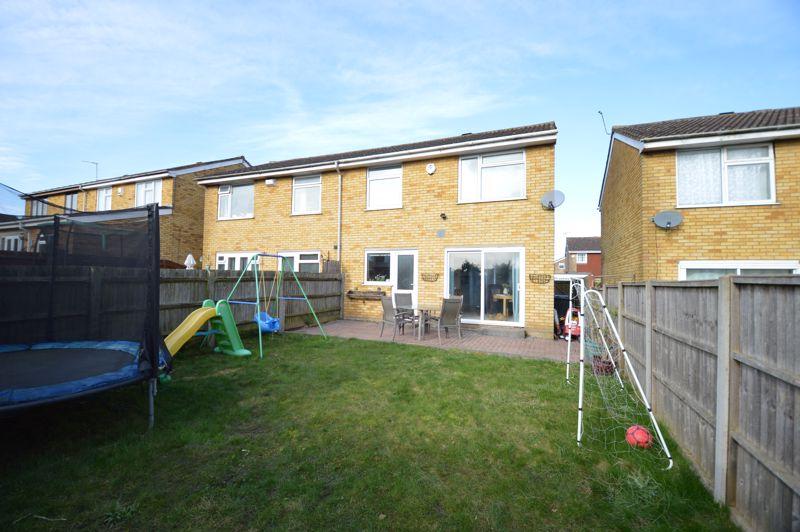 3 bedroom Semi-Detached  to buy in Waddesdon Close, Luton - Photo 2