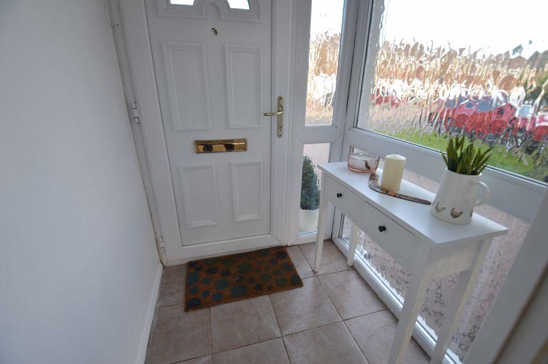 3 bedroom Semi-Detached  to buy in Waddesdon Close, Luton - Photo 3