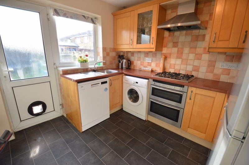 3 bedroom Semi-Detached  to buy in Waddesdon Close, Luton - Photo 4