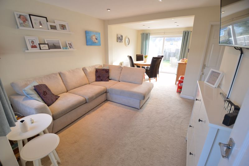 3 bedroom Semi-Detached  to buy in Waddesdon Close, Luton - Photo 5