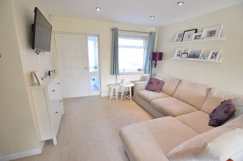 3 bedroom Semi-Detached  to buy in Waddesdon Close, Luton - Photo 7