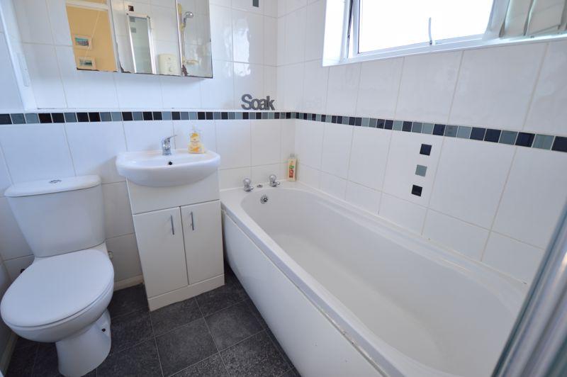 3 bedroom Semi-Detached  to buy in Waddesdon Close, Luton - Photo 9