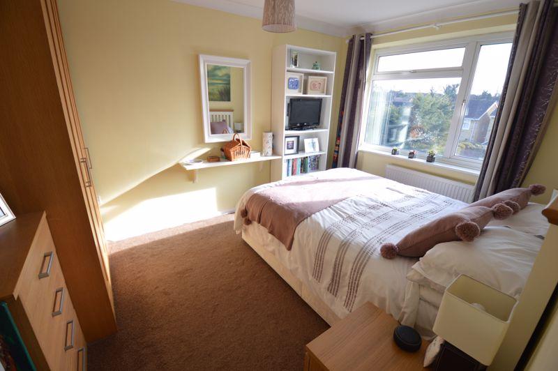 3 bedroom Semi-Detached  to buy in Waddesdon Close, Luton - Photo 12