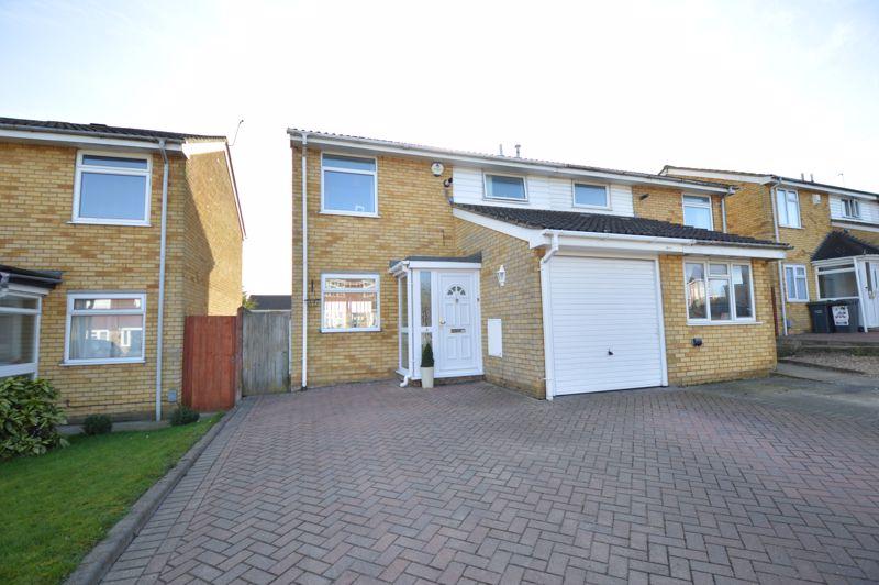 3 bedroom Semi-Detached  to buy in Waddesdon Close, Luton - Photo 13