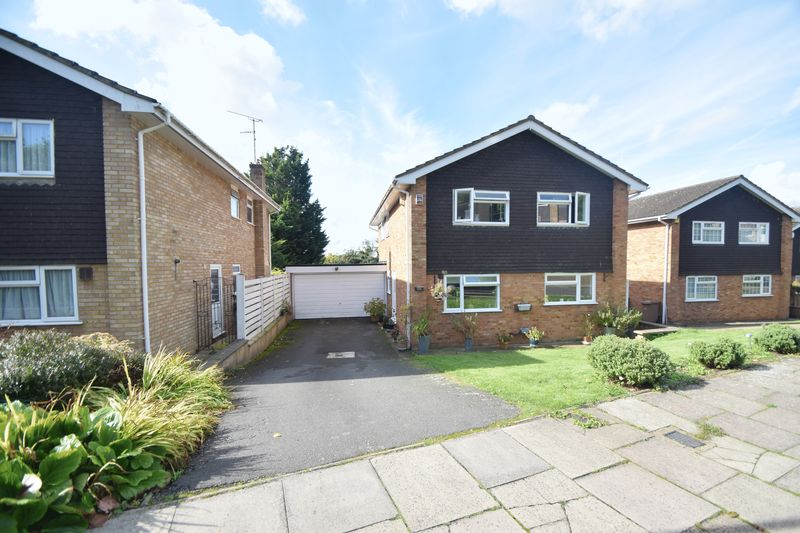 4 bedroom Detached  to rent in Chartwell Drive, Luton