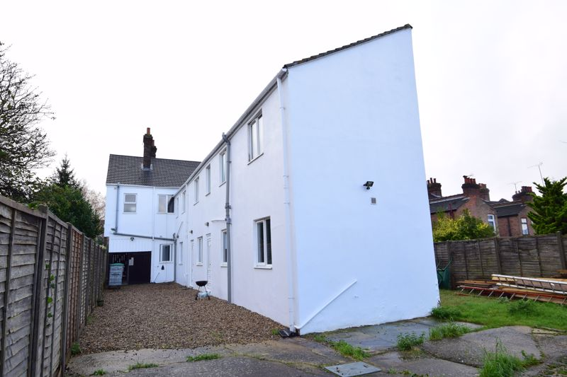 9 bedroom Flat to rent in Frederick Street, Luton - Photo 2