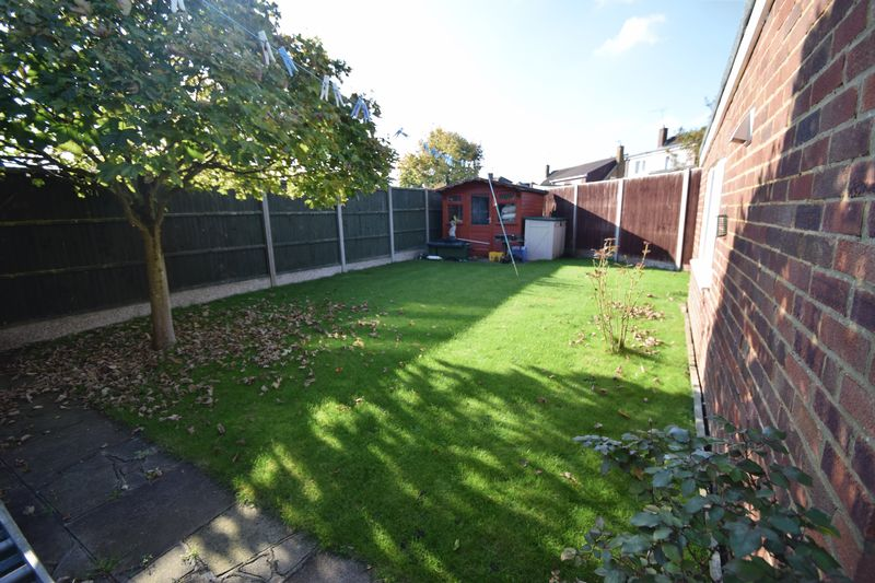 2 bedroom Bungalow to buy in Forrest Crescent, Luton - Photo 1